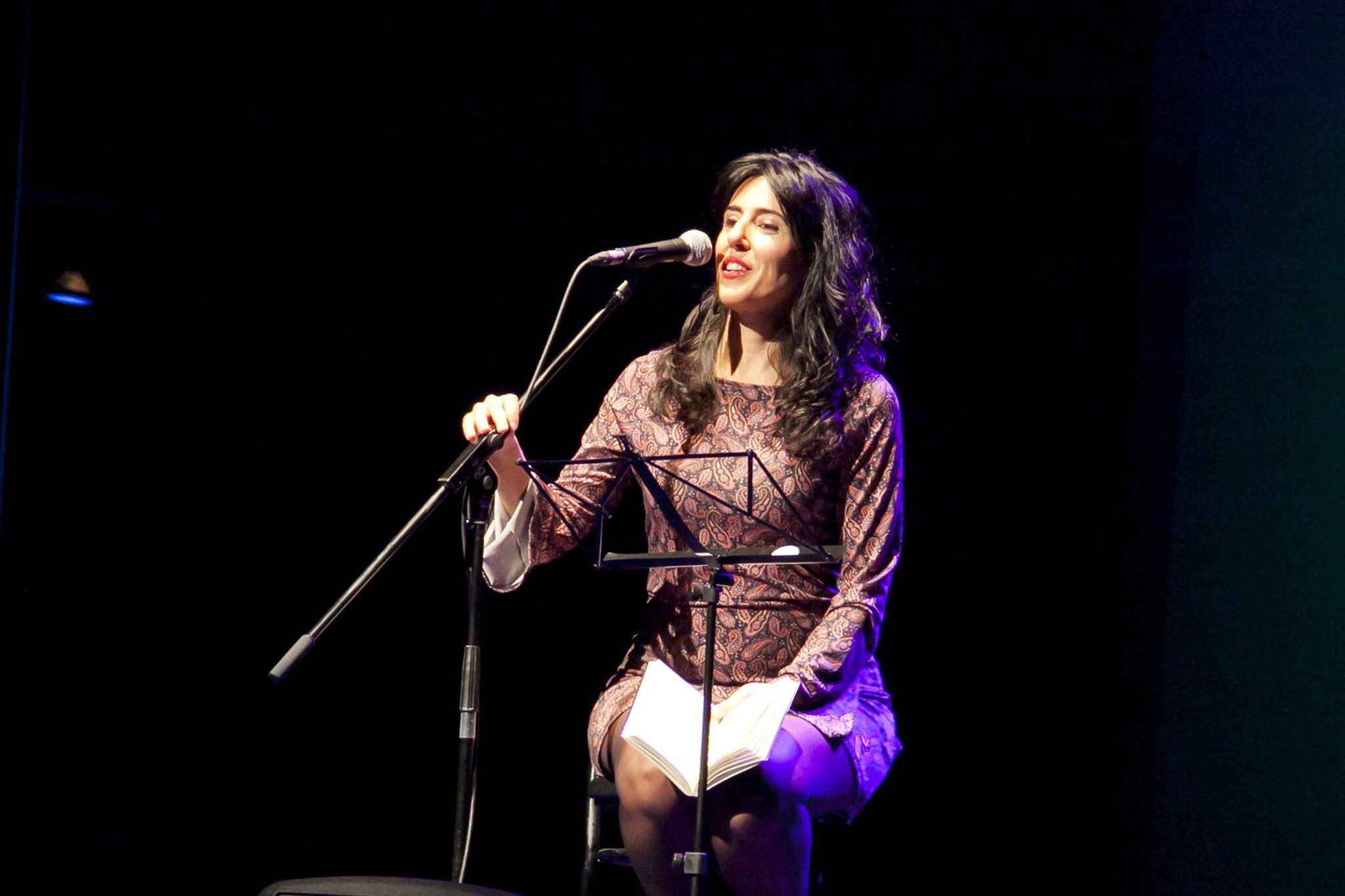 13 preguntas y una poeta, Raquel Lanseros: «Quiero transmitir la verdad que anida dentro de un ser humano»