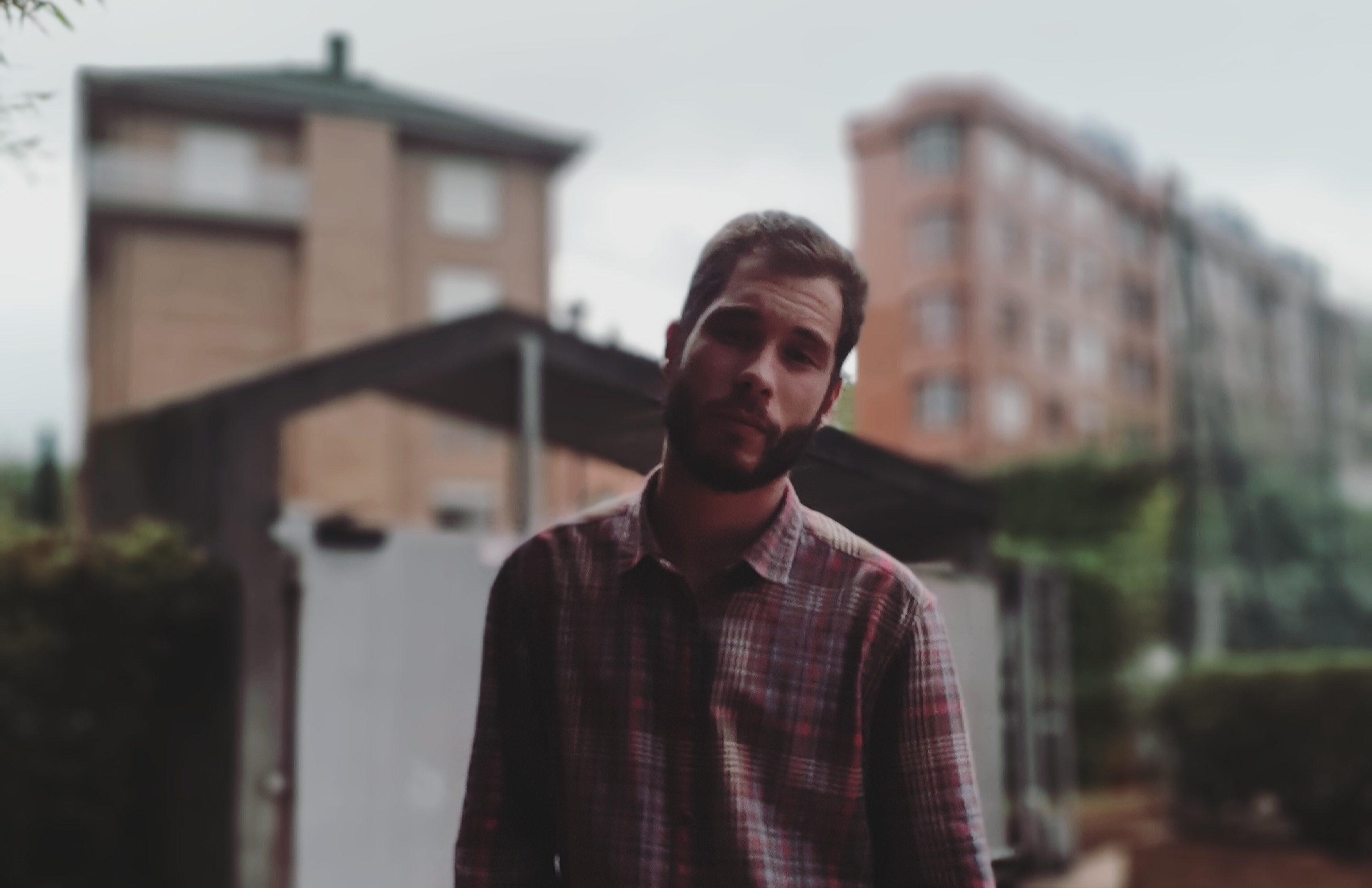 Miguel Floriano: «Mi poesía es una ontología de la voluptuosidad y el deseo»