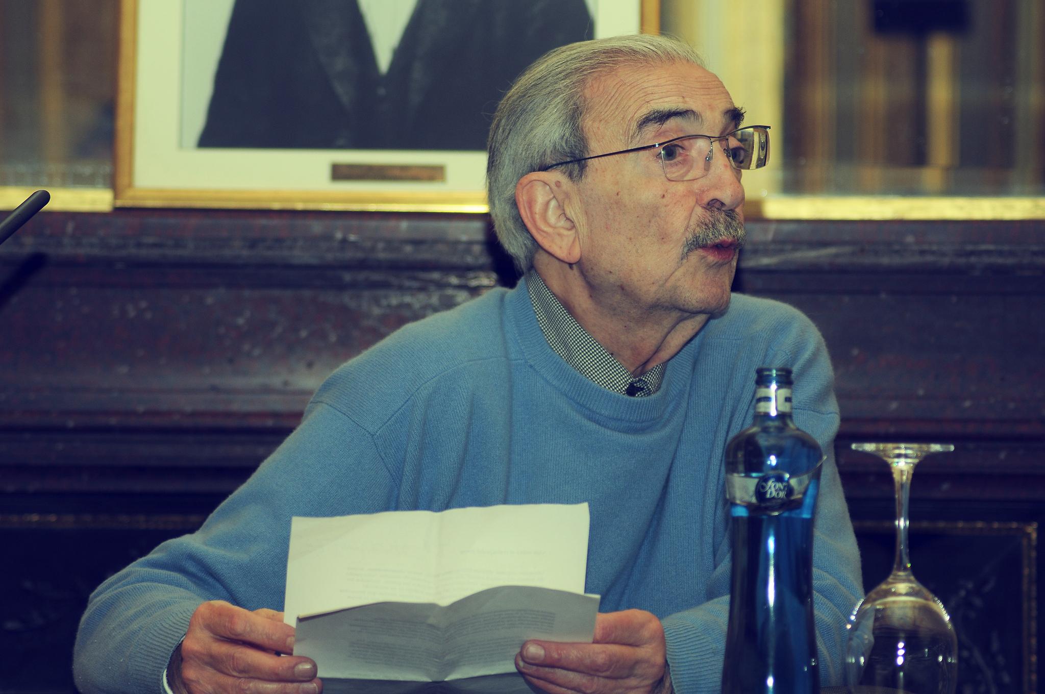 Reflexiona con un poema de Juan Gelman