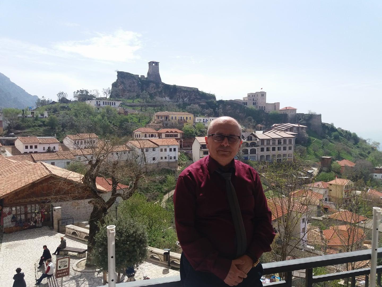 3 poemas de Hamdi Meça, poeta albanés