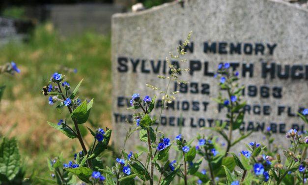 2 poemas de Sylvia Plath, la poeta que quería ser Dios