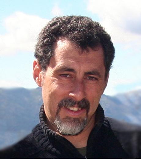 13 preguntas y un poeta, Raúl Cristián Aguirre: «Lean, hagan mucho el amor y coman aguacate, que es muy rico»